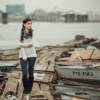 Девушка на лодочной станции :: Валерий Худушин