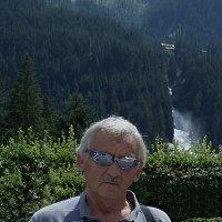 На фоне водопада Кримль :: Михаил Новиков