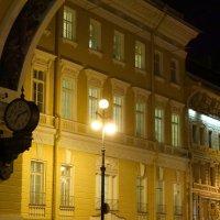 Арка, часы и фонари. :: Владимир Гилясев