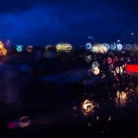 Плаксивый городской апрель :: Денис Соломахин