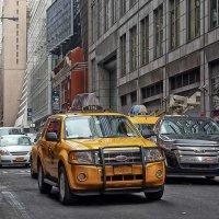 Нью-Йорк просто сумасшедший город. Драйвают, кто как хочет! :: Gene Brumer