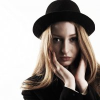 Девушка в шляпе и с веснушками :: Владимир Исаев