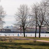 Прогулка по набережной :: Valerii Ivanov