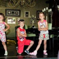 Дети в ресторане :: Наталья Тривайлова