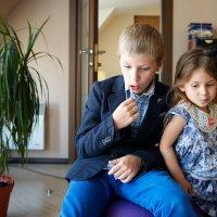 она: Женится ли он на мне? он: Угостят ли меня еще одной конфетой?)) :: Sofia Rakitskaia