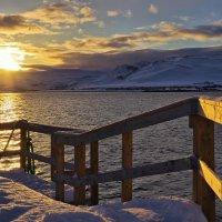 солнце встаёт над фьордом :: Ирэна Мазакина