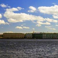 Дворцовая набережная у Эрмитажа :: Valerii Ivanov