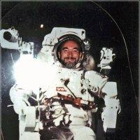С Днем космонавтики!(2) :: Валерий Викторович РОГАНОВ-АРЫССКИЙ