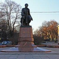Памятник Ломоносову на Универститетской набережной. :: Александр Лейкум