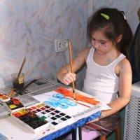 Юная художница :: Людмила Жданова
