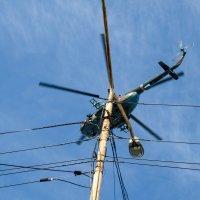 Вертолет над центром города :: Дмитрий Тарарин