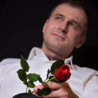 мужчина с розой :: Игорь Гудков
