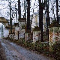 Ограда старой усадьбы :: anna borisova