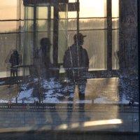 И ведёт меня солнечный след в иллюзорную даль, в зазеркалье :: Ирина Данилова
