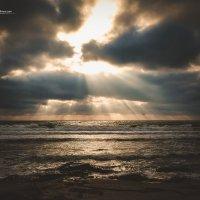Лучи пробиваются сквозь облака :: Nadir Salimov
