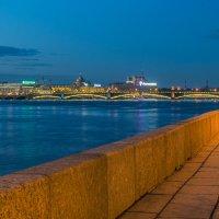 Вечерняя набережная :: Valerii Ivanov