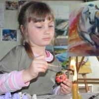 роспись пасхального яйца воском :: Oksana