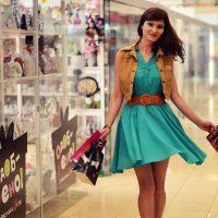 девушка в торговом центре :: Ольга Петушкова