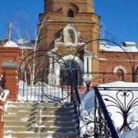 Лестница. Вход в храм. :: Евгений Алябьев