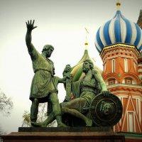 памятник Минину и Пожарскому :: Дмитрий Чистопольских