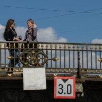 Питер. Разговор на мосту. :: Олег Козлов