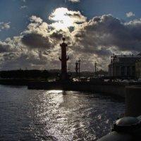 Солнце,Нева и колона :: Владимир Гилясев