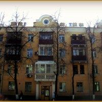 А один балкон отличается -  видимо главный руководитель балконов... :: Ольга Кривых