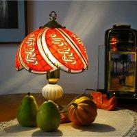 Натюрморт с настольной лампой :: Борис Херсонский