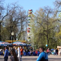 В парке... :: Андрей Бакунин