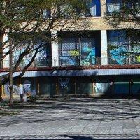Сквер во дворе на Охте. :: Александр Лейкум