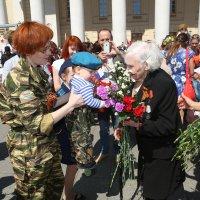 Поздравление ветеранов. :: Иван Бобков