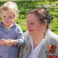 Бабушка с внучкой :: Дмитрий Сушкин