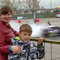На фоне гонок :: Дмитрий