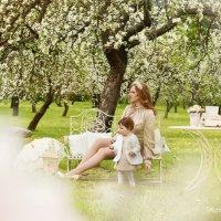 Пикник у яблонь :: Гражина Ломовская
