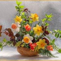 Цветочная композиция из весенних цветов :: Ольга Дядченко