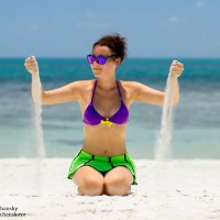 Время - песок... (девушка на пляже) :: Alex Lipchansky