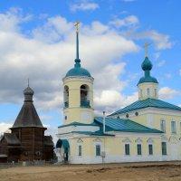 Две церкви. :: Елена Перевозникова