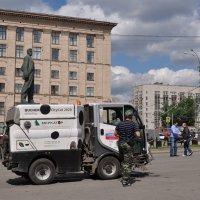 Вроде не броневик, и не Ленин, но как-то очень похоже, а? :: Ирина Данилова