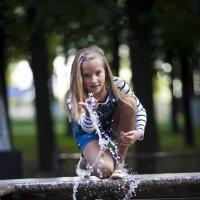 Игра с водой :: Сергей Митрофанов