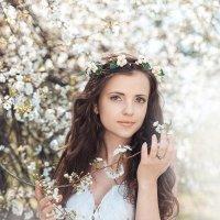 Прогулка в цветущем саду :: Алена Захарова