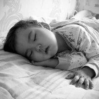 Моя спящая красавица :: Айнагуль Бекебаева