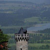 Баварский пейзаж с башней замка Нойшванштайн :: Юрий Цыплятников