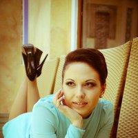 Она лежала на диване и страстно думала о нем... :: Дмитрий Томин