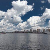 Облака над городом :: Serge Riazanov