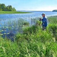 Фотограф и озеро :: Валерий Талашов
