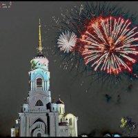 Фейерверк на Соборной площади Владимира :: Валерий Викторович РОГАНОВ-АРЫССКИЙ