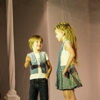 Братик и сестричка на подиуме.... :: Андрей Якимюк