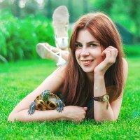 Арина и черепашка по имени Васька(Василиса) :: Виктория Андреева