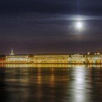 Дворцовая набережная и луна (вариант) :: Valerii Ivanov