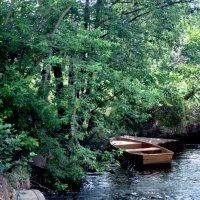 Одинокая лодка :: Павел Зюзин
